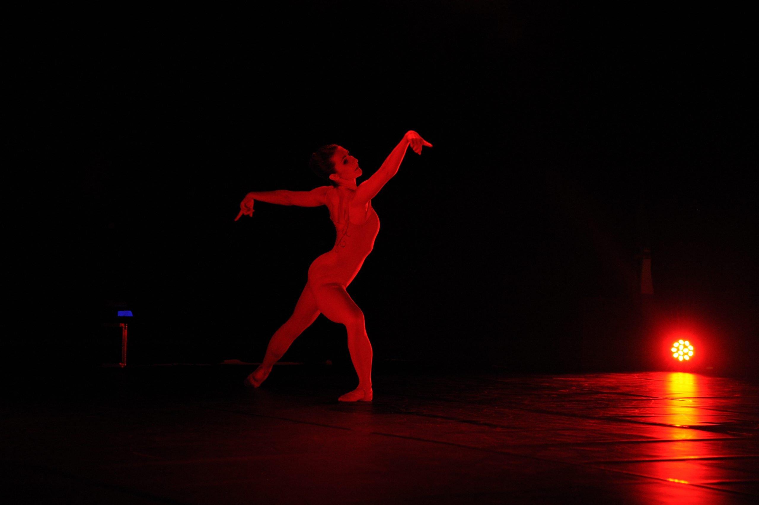 Anaïs Suchet qui danse