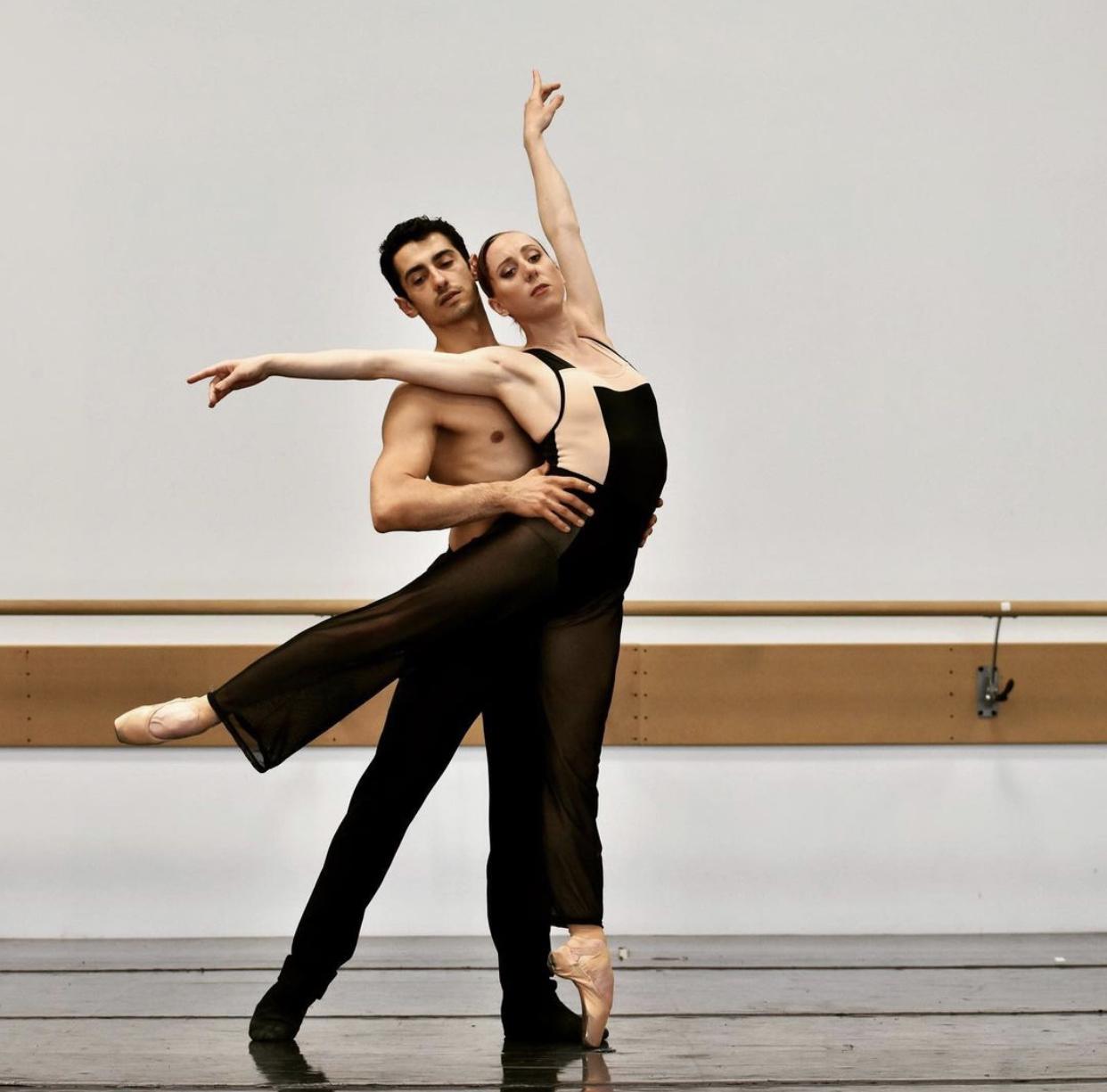 Couple qui danse le ballet Three W.O.A.L