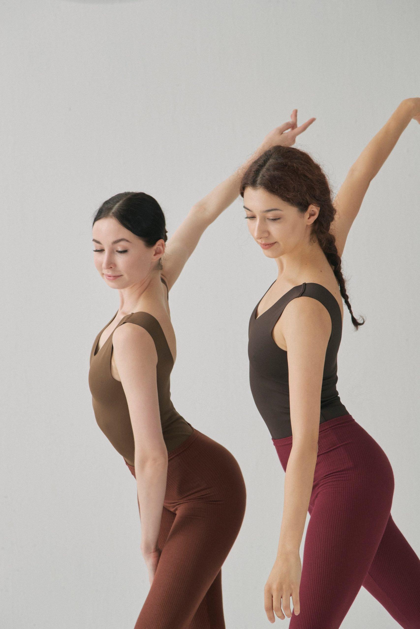 femmes qui dansent en tenue SMK